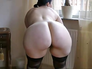 Mature PAWG stripps and..