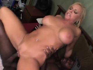Busty Comme ‡a Mom Alexis..