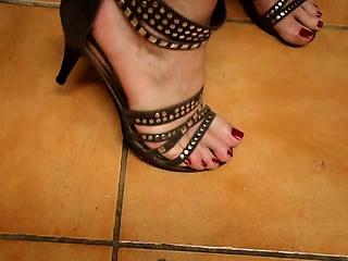 Tx milf play with feet..