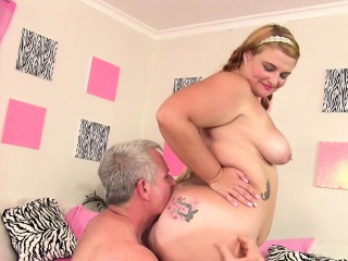 Buxom Bimbo Tiffany Toast of..