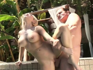 Blonde likes yon fuck by the..