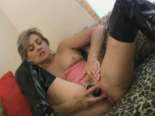 Milf in latex boots loves up..