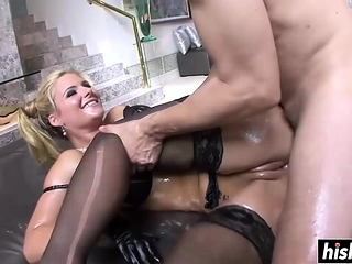 Big booty MILF gets a pounding