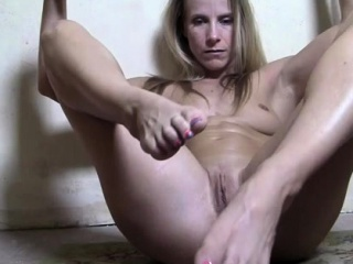 Female Muscle Cougar Has a..