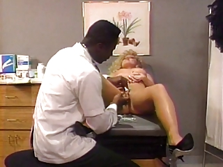 Horny doctor takes a close..