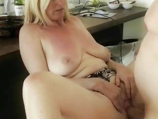 Sexy Mature MILF Knows How..