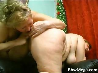 Sexy blonde chubby MILF hoe..