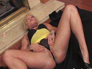 Blonde mom teasing pretty..