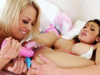 Lesbians Dildo Love Sandra..