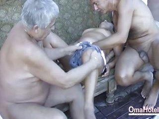 OmaHoteL Hot Grandma..