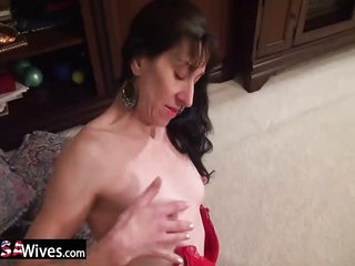 USAwives Solo Matures Toy..