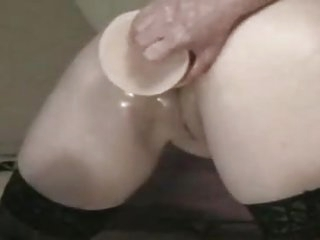 Me Annet 54 loves huge anal..