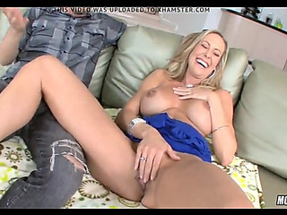 Super hawt blond cougar goes..