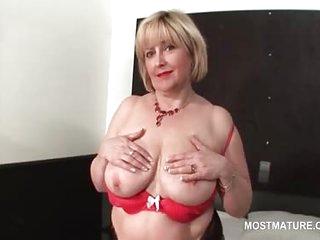 Sexy mature flashing her..
