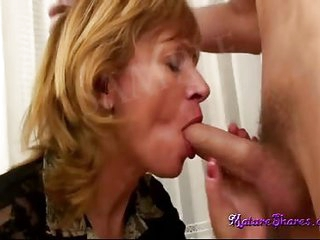 Mature slut gets her juicy,..