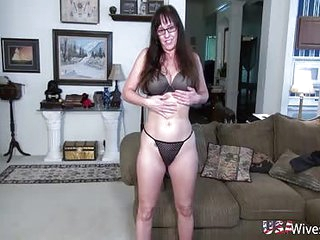 USAwives Mature pussy toying..